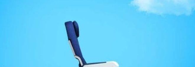«La probabilità di morire è maggiore nei sedili di mezzo», il tweet della compagnia aerea scatena il panico
