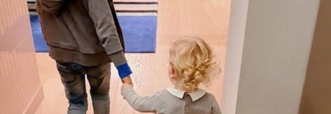 Chiara Ferragni, la foto del fratello con Leone. I fan notano un dettaglio: «Non è possibile»