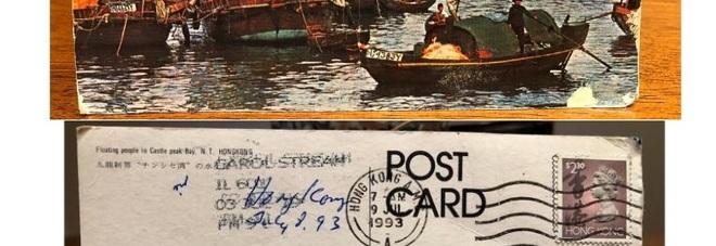 Riceve una cartolina spedita 26 anni fa: «Non era per me, aiutatemi a rintracciare i destinatari»