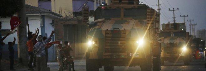 Siria, Turchia pronta all'invasione con 23mila uomini. «Offensiva al via stanotte»