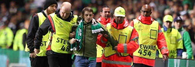 Uefa, procedimento disciplinare contro il Celtic per il tifoso in campo