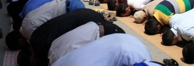 Marocchino con moglie italiana picchia le figliolette perché non pregano