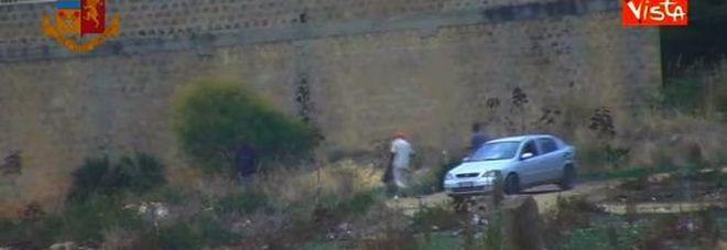 Immigrati sfruttati nei campi per tre euro l'ora: due arresti in Sicilia