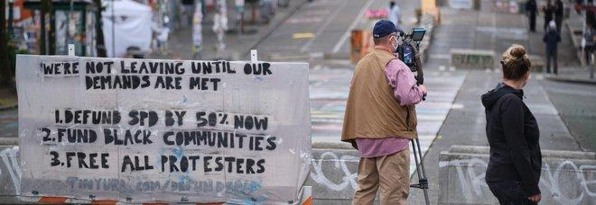 Razzismo, auto contro folla di manifestanti a Seattle: due ferite gravi