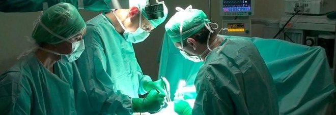 Medici in sala operatoria (foto di archivio)