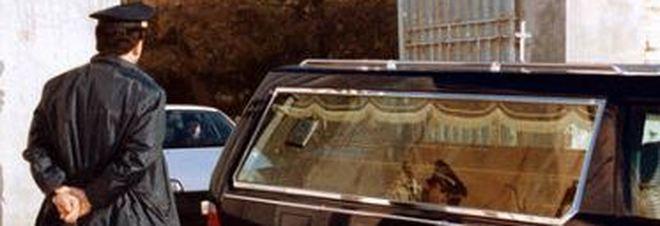 Vendevano i morti degli ospedali alle agenzie funebri: 30 arresti