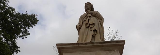 Napoli - Villa Comunale, la statua di Gianbattista Vico