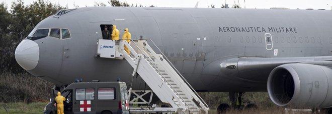 Coronavirus, Pechino ferma l'aereo militare: il 17enne italiano resta a Wuhan