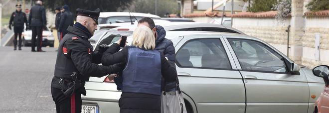 Carabiniere spara a Cisterna, l'avvocato della moglie: «Era stata già aggredita»