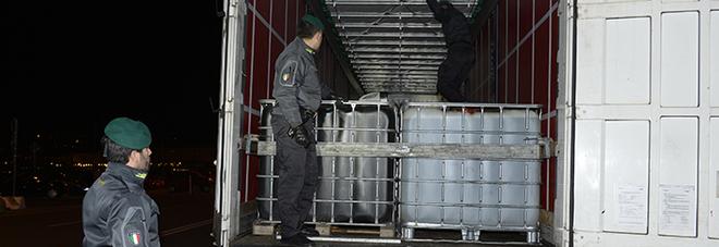 Maxi sequestro: 26mila litri di olio lubrificante in fusti di plastica