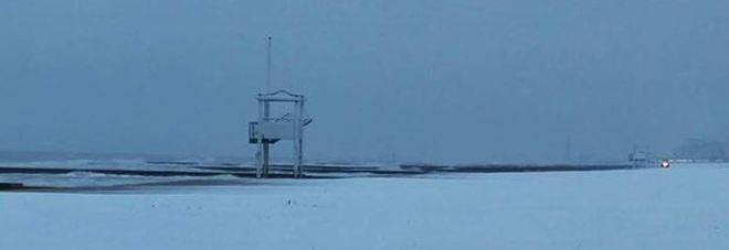 Freddo e gelo con Burian, martedì il giorno peggiore. Al Nord c'è la neve in spiaggia