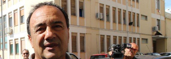 Riace, interrogato il sindaco Lucano: «Nulla da nascondere, mai preso soldi»