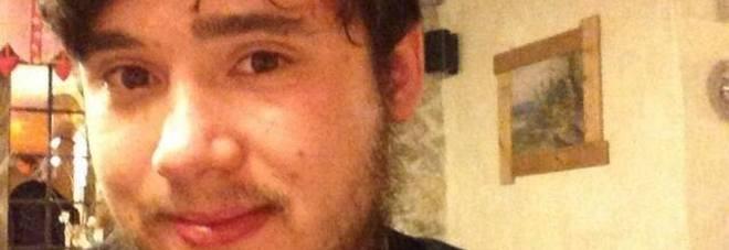 Federico muore a 23 anni di overdose di eroina: «Si è fatto iniettare la droga dal pusher. Aveva paura degli aghi»