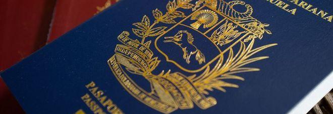 """""""Mancano carta e inchiostro"""". E il governo proroga di due anni i passaporti scaduti"""