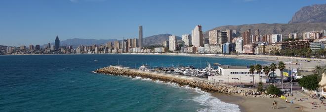 Inferno nel paradiso delle vacanze: «Turisti drogati e rapinati, fate attenzione»