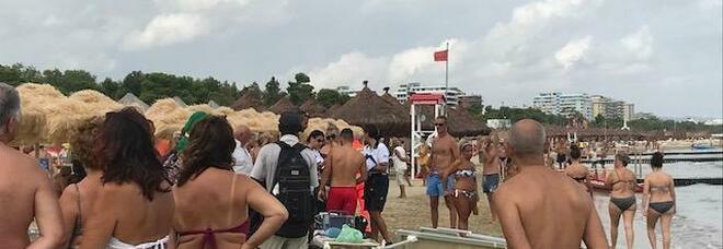 Malore in spiaggia, muore lo storico titolare della pasticceria