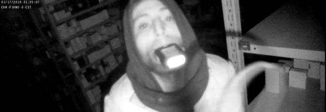Raid alle farmacie Sant'Anna:  «Ecco il volto di uno dei rapinatori»
