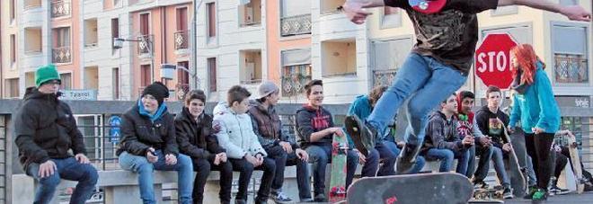 Skateboard, multati 4 minorenni: il più giovane scoppia a piangere