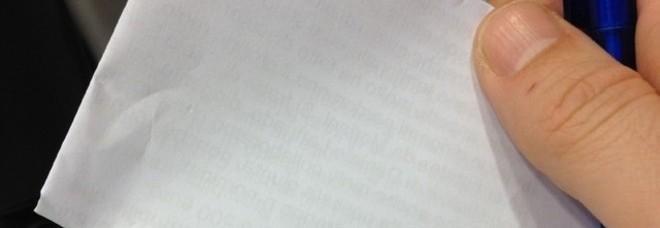 Scritte indecenti sull'auto della vicina  di casa: nei guai  un pensionato