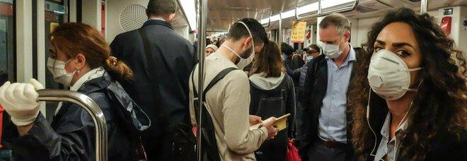 Distanziamento di un metro su treni regionali e luoghi chiusi. Speranza: «Eccezione aerei»