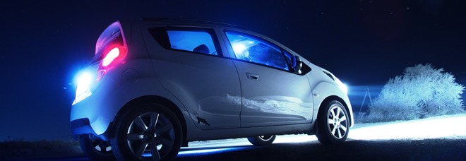Si buttano sulla strada al buio quando arriva l'auto: il gioco mortale dei ragazzini di 15 anni (Foto di Khusen Rustamov da Pixabay)