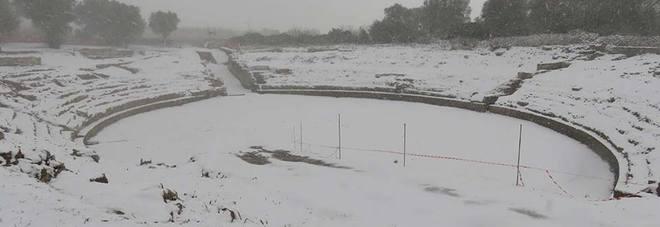 """Una coltre di neve anche per il """"nuovo"""" anfiteatro di Rudiae"""