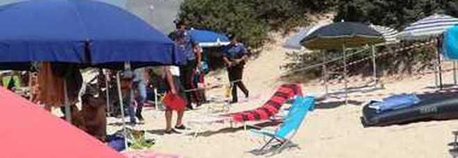 Lite in spiaggia per gli ombrelloni tra sardi e milanesi: arrivano i carabinieri