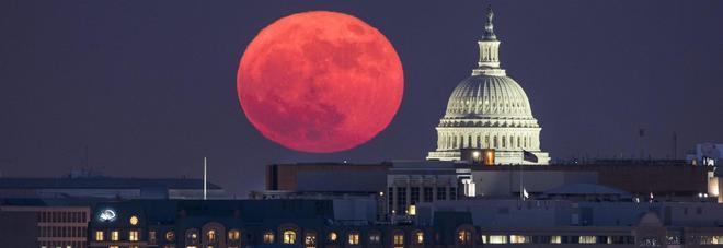 Superluna 2017, le foto dello spettacolo nel cielo. Ve la siete persa? C'è una buona notizia