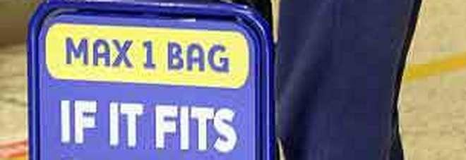 Ryanair, nuove regole sui bagagli a mano: da lunedì 15 vanno in stiva, multe di 50 euro