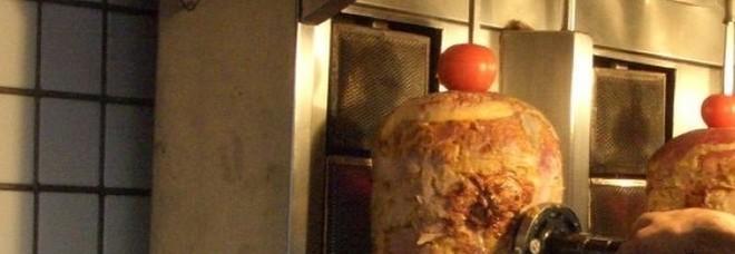 Kebab condito con parassiti: denunciato un ristorante a Prima Porta