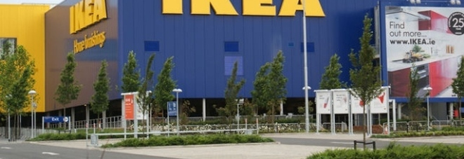 Claudio, padre di due figli, licenziato da Ikea per 5 minuti di pausa in più