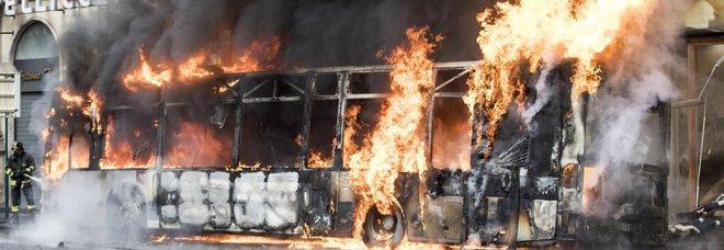 Roma, esplode bus in via del Tritone