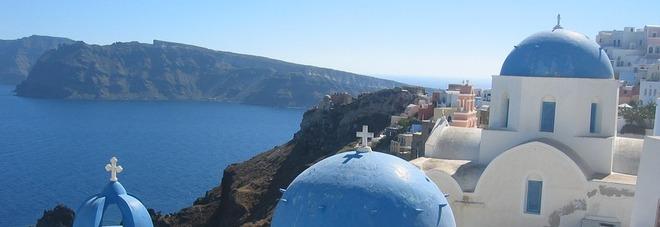 Santorini, le 7 cose da fare (e vedere) sull'isola greca