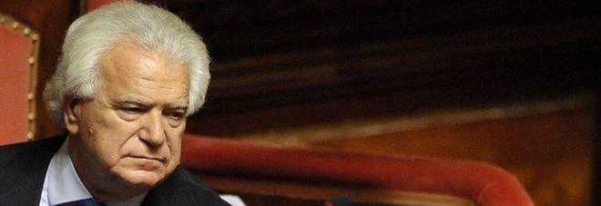 Sì a candidabilità italiani all'estero. M5S protesta: è per Verdini