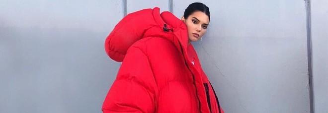 Kendall Jenner, il cappotto extralarge infiamma i social ma la realtà è un'altra