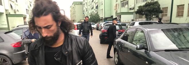 """Nuova aggressione per Brumotti e la troupe di """"Striscia"""": nella gang anche un bambino"""