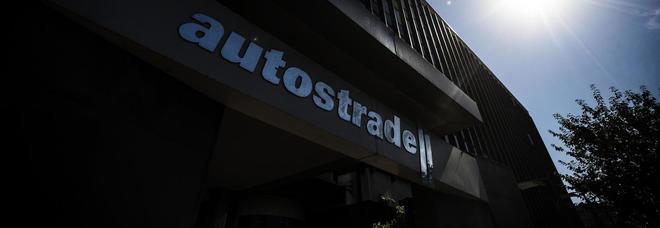 Autostrade, c'è l'accordo: via allo scorporo, Cdp primo socio. Benetton fuori, sotto il 10%