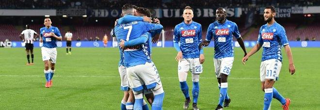 Napoli-Udinese, apre Younes e chiude Mertens, festa del gol al San Paolo. Paura per Ospina