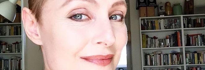 Sabrina Paravicini torna a casa dopo l'operazione: il post dell'attrice commuove i fan