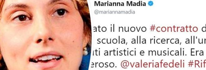 """Scuola, firmato il nuovo contratto. """"Aumenti da 80 a 110 euro"""". Tweet Madia: """"Giusto e doveroso"""""""