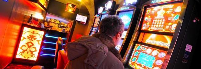 La disperazione alza la febbre da gioco: in un anno l'azzardo brucia 34 milioni