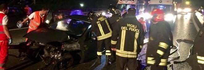 Auto contro un muro nel Catanese: muore un 16enne
