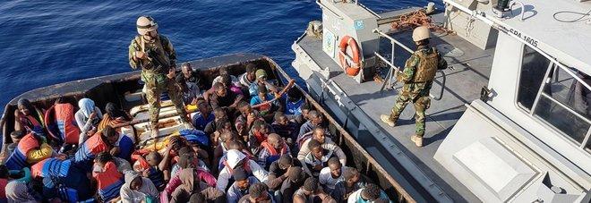Migranti, 1.400 in salvo in un giorno: dai gommoni recuperati anche due cadaveri