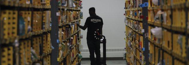 Amazon, nei magazzini impiegati circa 30 mila robot