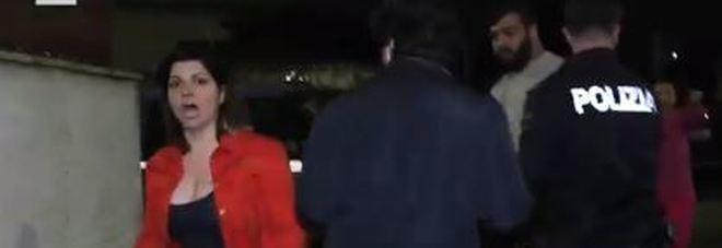 Aggredita troupe Rai durante gli arresti «Vattene via, o con una mazzata ti lascio per terra»