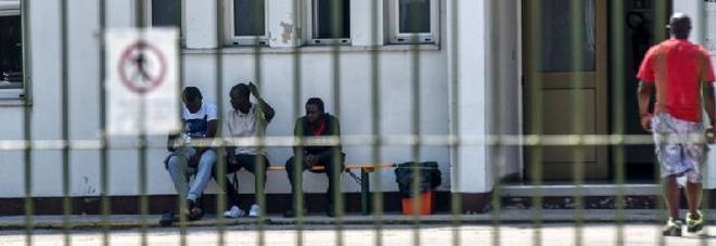 Profughi coinvolti in prostituzione gay, controlli delle forze dell'ordine