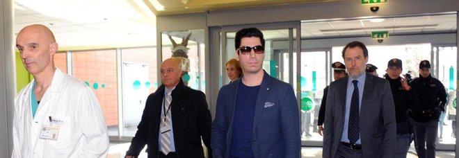Il figlio di Bossi Renzo all'ospedale di Varese dove il padre è ricoverato