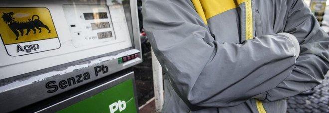 Benzina, i gestori decidono di rinviare lo sciopero: doveva scattare questa sera