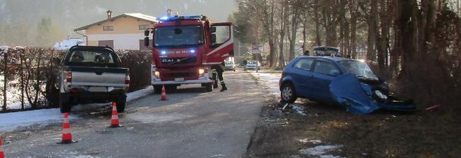 Incidente in Valle Agordina: scontro tra due auto, una persona ferita /Foto