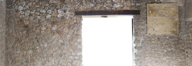Crolli a Pompei, cede pannello con frammenti Casa Menandro